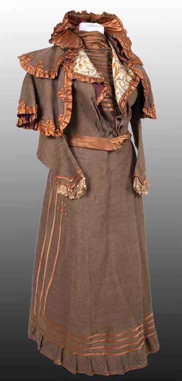 Costum de damă