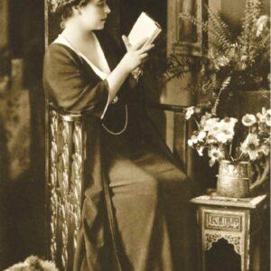 Maria, Regina cărților
