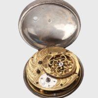 Atelier francez || Ceas de diligenţă Datare:Secolul al XVIII-lea Detinator:Muzeul Municipiului București