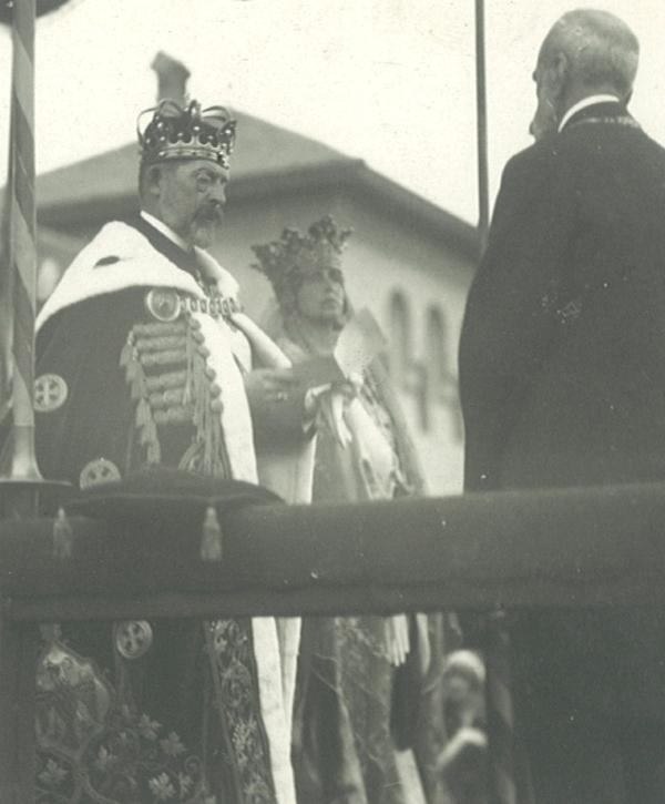 Regele Ferdinand citind Proclamația