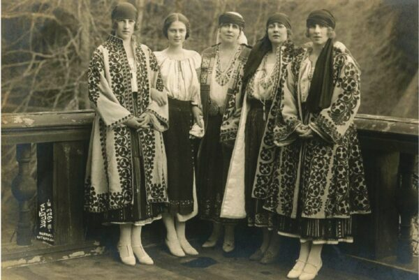Principesa Irina a Greciei, principesa Ileana, regina Maria a României, regina Maria a Serbiei, principesa Elena