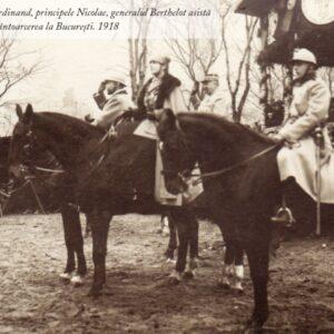 Regina Maria, regele Ferdinand, principele Nicolae, generalul Berthelot asistă la parada trupelor, după întoarcerea la București