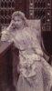 Regina Maria purtând costumul tradițional românesc
